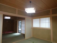 二間続きの和室は昔ながらの造りに
